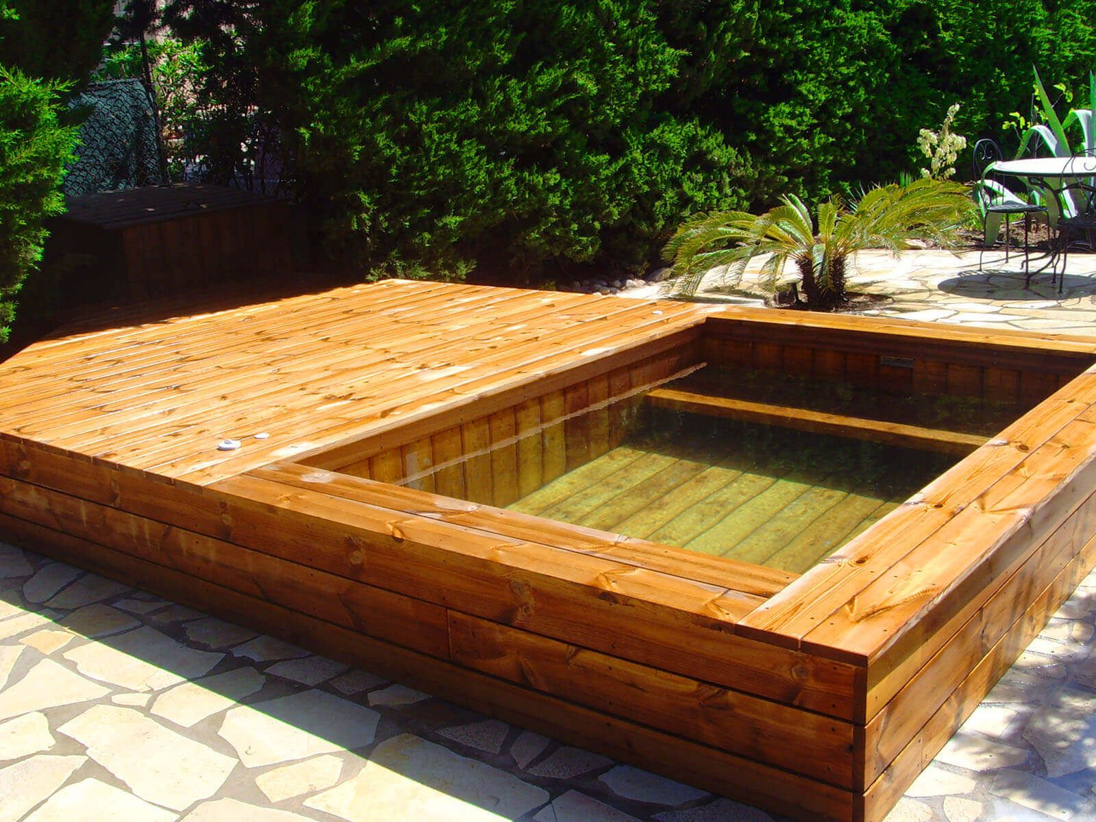 Petite piscine hors sol fashion designs for Piscine hors sol jacuzzi