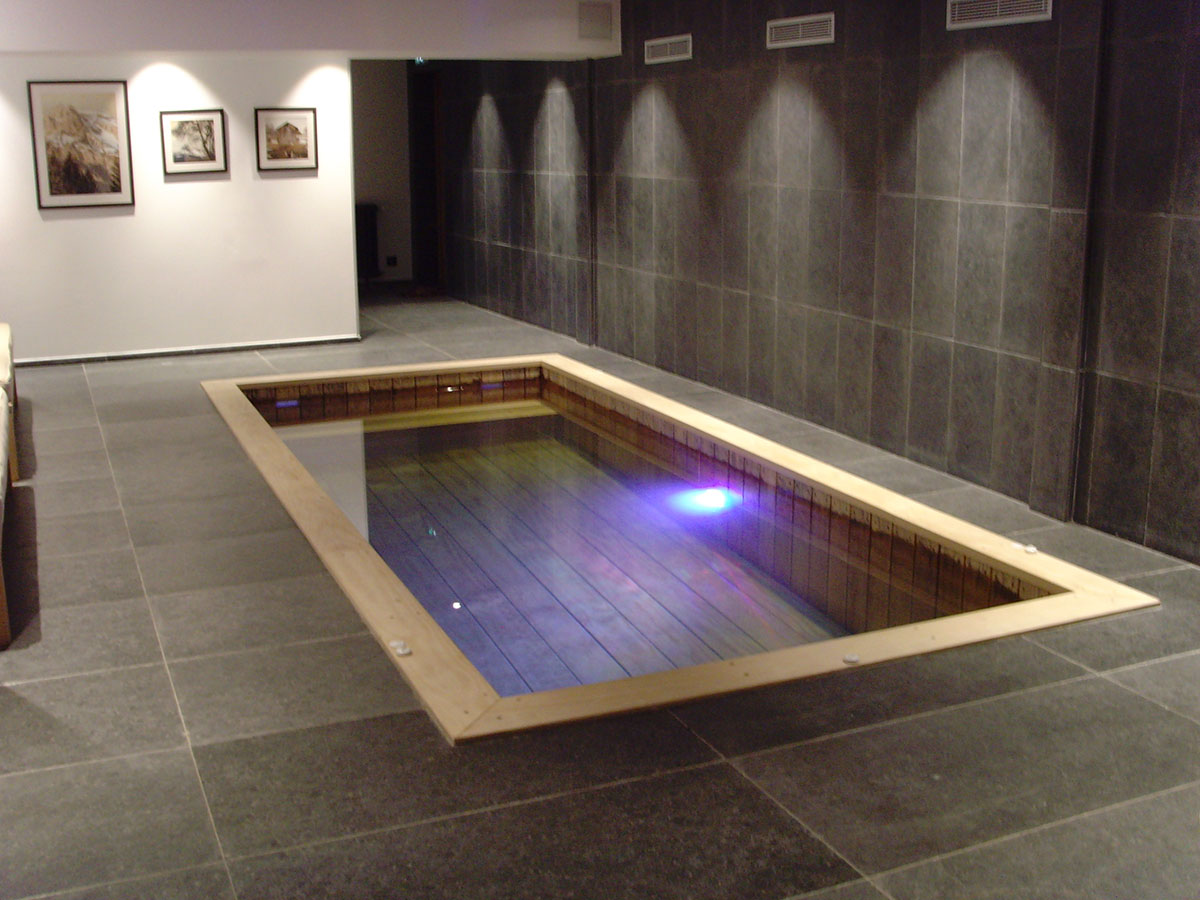 Installer une piscine en bois dans votre salon c est for Eclairage interieur piscine