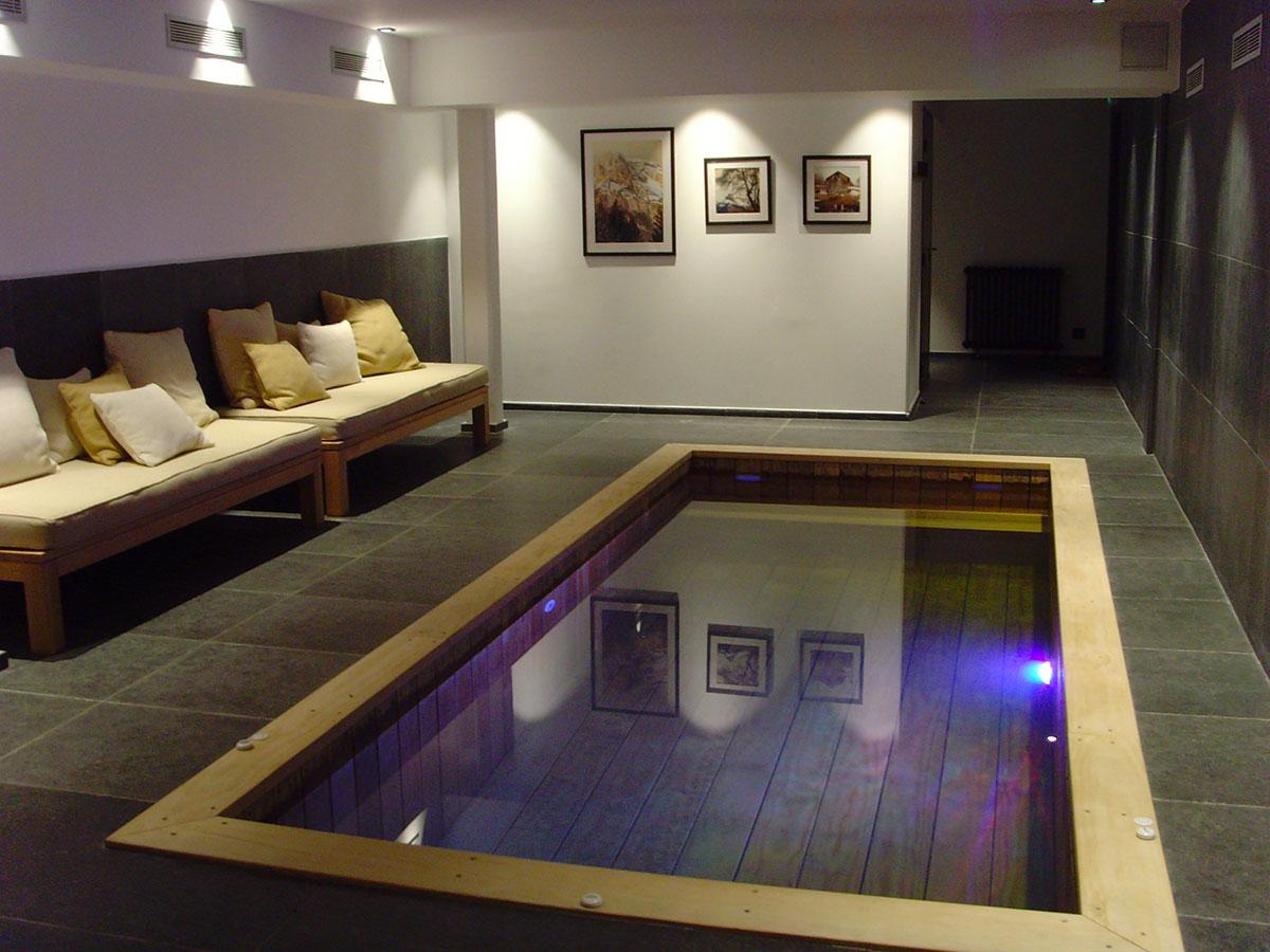 Constructeur de piscine en bois cologique pour les h tels for Hotel piscine interieur
