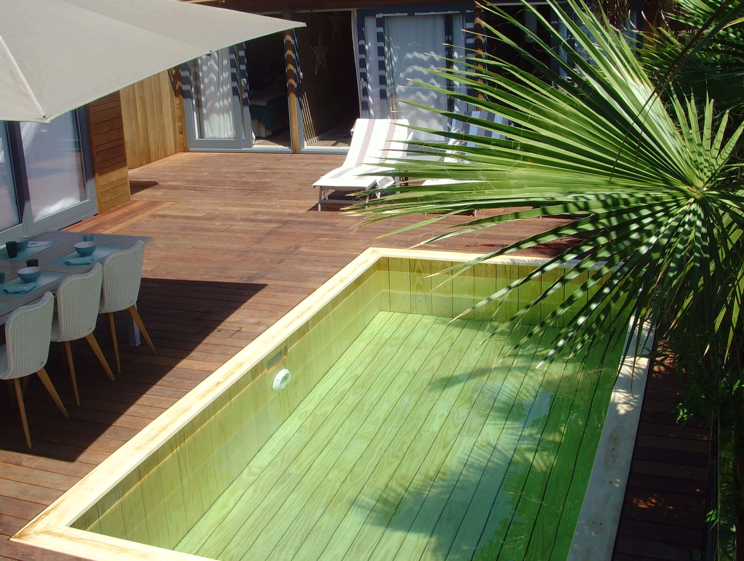 Piscine terrain en pente fashion designs for Piscines enterrees
