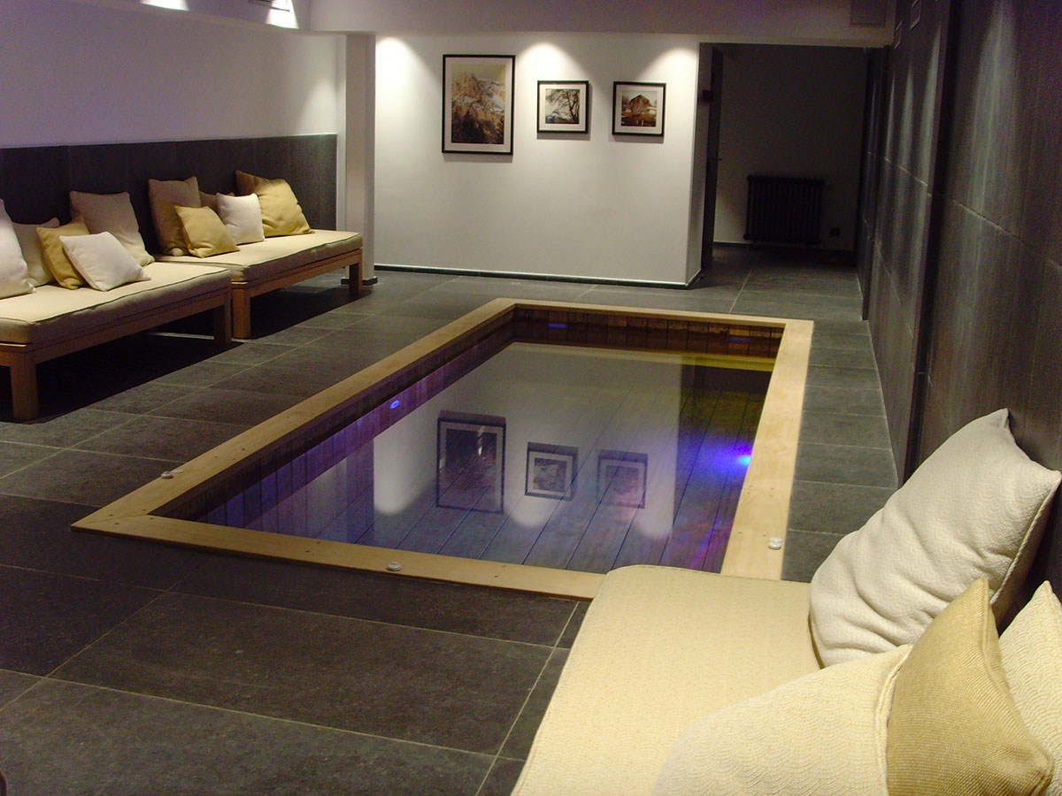 la plus belle r alisation de piscine int rieure en bois. Black Bedroom Furniture Sets. Home Design Ideas